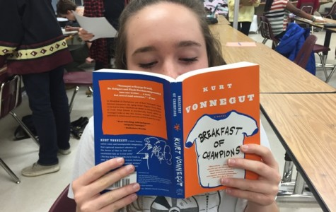 """Breakfast and the universe: Kurt Vonnegut's """"Breakfast of Champions"""" book review"""