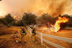 California wildfire causes chaos