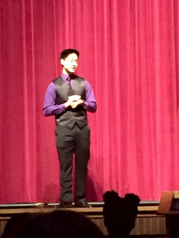Host Sunou Kim charms the audience as it waits for the first act of the night.
