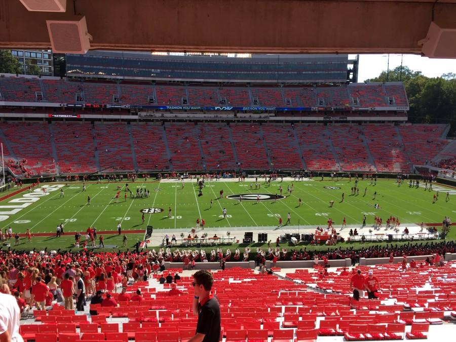 Fans get ready to tee it up between the hedges and