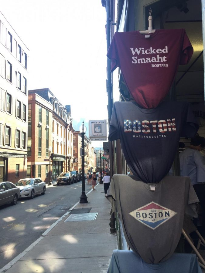 A+vendor+sells+t-shirts+in+the+heart+of+historic+Boston%2C+a+city+with+a+blend+of+low+rise+and+high+rise+buildings.+